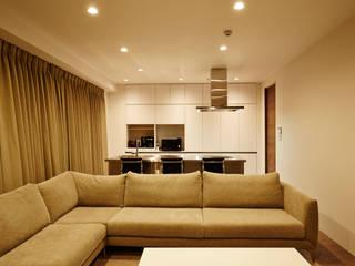 Modern living room by LUSTY design 一級建築士事務所 Modern