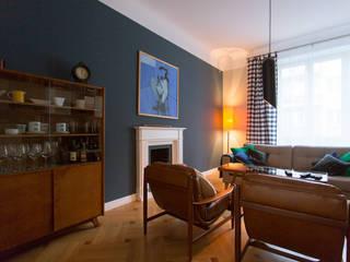 apartement w kamienicy Eklektyczny salon od JJJASKOLA ARCHITEKCI Eklektyczny
