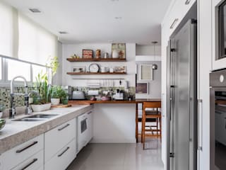 Kitchen by Alvorada Arquitetos, Modern