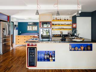Apartamento Edifício Brasil: Cozinhas  por Alvorada Arquitetos,