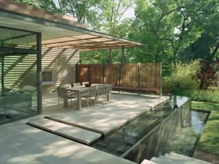 Spiel mit den Elementen Moderner Balkon, Veranda & Terrasse von Ecologic City Garden - Paul Marie Creation Modern
