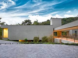 Casa Bosque da Ribeira Lanza Arquitetos Rumah Modern