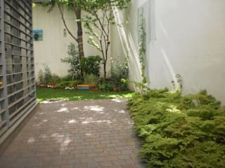 Jardin Badaloni: Jardines de estilo  por Dhena CONSTRUCCION DE JARDINES,Moderno