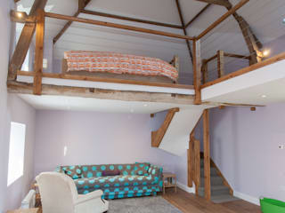 Putmans Barn: country Bedroom by Hampshire Design Consultancy Ltd.