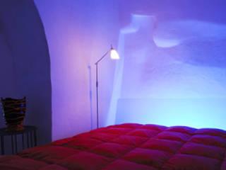 Dormitorios de estilo moderno por STUDIOTALENT srl