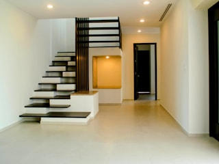 CASA OO Pasillos, vestíbulos y escaleras modernos de ARKOT arquitectura + construcción Moderno