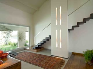 Casa na Pampulha 1- Reforma de casa existente: Corredores e halls de entrada  por Lanza Arquitetos