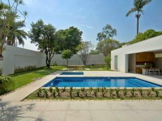 Casa na Pampulha 1 モダンスタイルの プール の Lanza Arquitetos モダン