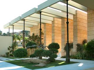 Casa Vila Catela モダンな 家 の Lanza Arquitetos モダン