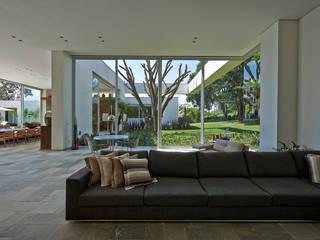Amendoeiras Alta Moderne Wohnzimmer von Lanza Arquitetos Modern