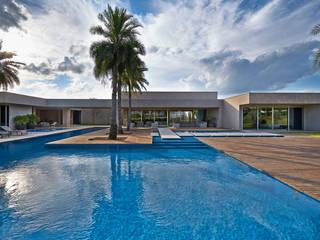 Duda Alta モダンスタイルの プール の Lanza Arquitetos モダン