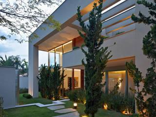 Casa no Clube dos Caçadores -BH : Casas  por Lanza Arquitetos