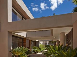 Casa em Brasília: Jardins  por Lanza Arquitetos