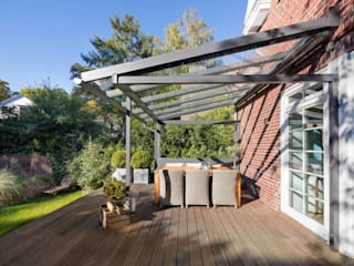 Country style balcony, veranda & terrace by Solarlux GmbH Country