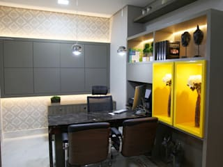 Suelen Kuss Arquitetura e Interiores Office spaces & stores MDF Yellow