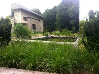 Nasze ogrodowe realizacje: styl , w kategorii  zaprojektowany przez Akademia Wnętrz i Ogrodów - projektowanie ogrodów Warszawa