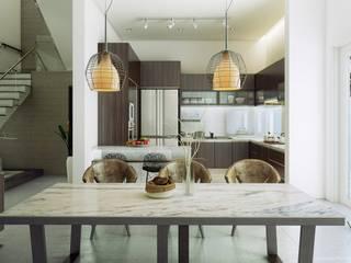 Salle à manger de style  par GSI Interior Design & Manufacture