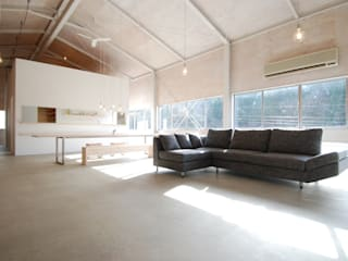 株式会社PLUS CASA Eclectic style living room