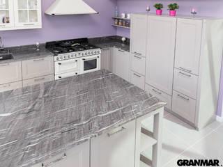 GRANMAR Borowa Góra - granit, marmur, konglomerat kwarcowy Cocinas de estilo clásico Cuarzo Gris