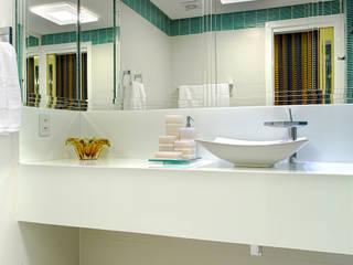 Milla Holtz & Bruno Sgrillo Arquitetura Modern style bathrooms