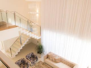 Ruang Keluarga Modern Oleh Camila Castilho - Arquitetura e Interiores Modern