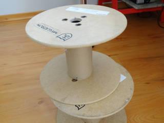 Projetos DIY_mesinha lateral com bobinas por Camila Feriato Moderno