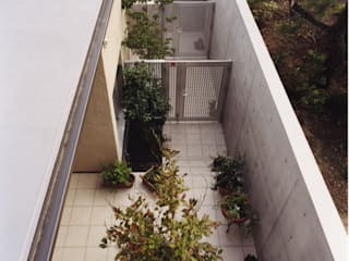 Modern garden by atelier m Modern