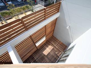 一級建築士事務所アトリエm Modern style balcony, porch & terrace