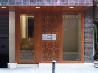 Couloir, entrée, escaliers modernes par dooa arquitecturas Moderne