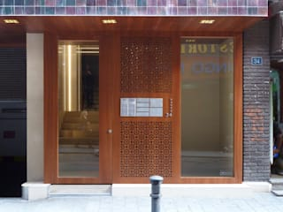 Modern corridor, hallway & stairs by dooa arquitecturas Modern