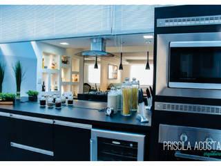 Cozinha Integrada Gourmet: Cozinhas  por Priscila Acosta Arquitetura,Moderno