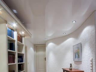 Wohnzimmer weiße lack Spanndecke Wellenwand Klassische Wohnzimmer von Mettner Raumdesign Klassisch