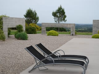 Un jardin sur gravier contemporain Piscine moderne par Jean-Jacques Derboux Moderne