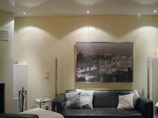 Wohnzimmer rote Wand:  Wohnzimmer von Mettner Raumdesign
