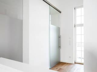 Private Wohnung:  Ankleidezimmer von Bettina Hagedorn interior architecture