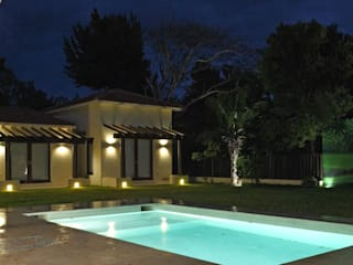モダンスタイルの プール の AIDA TRACONIS ARQUITECTOS EN MERIDA YUCATAN MEXICO モダン