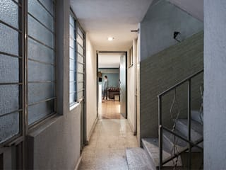 Industrial style corridor, hallway and stairs by MX Taller de Arquitectura & Diseño Industrial