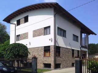 Sopralzo in legno: Casa di legno in stile  di Marlegno