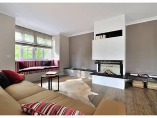 Familienvilla in Grünwald:  Wohnzimmer von Heerwagen Design Consulting