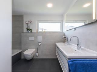 Ökologisch wohnen auf höchstem Niveau:  Badezimmer von KitzlingerHaus GmbH & Co. KG