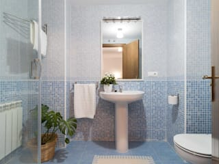 Scandinavian style bathroom by Become a Home Scandinavian