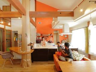 湖畔に暮らす家: 有限会社イデアクラフト一級建築士事務所が手掛けた現代のです。,モダン