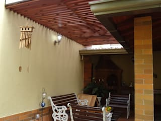 Balcones y terrazas rústicos de John Robles Arquitectos Rústico