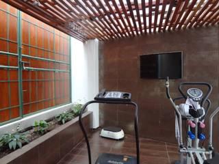 Gimnasios domésticos de estilo rústico de John Robles Arquitectos Rústico