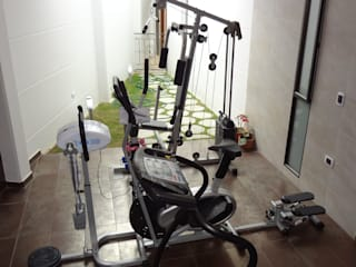 Rustic style gym by John Robles Arquitectos Rustic