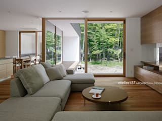 atelier137 ARCHITECTURAL DESIGN OFFICE Soggiorno moderno Legno Effetto legno