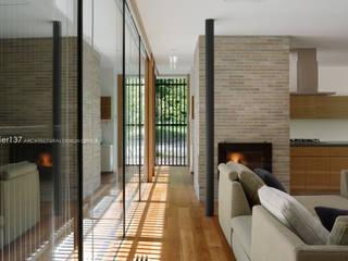 現代風玄關、走廊與階梯 根據 atelier137 ARCHITECTURAL DESIGN OFFICE 現代風 木頭 Wood effect