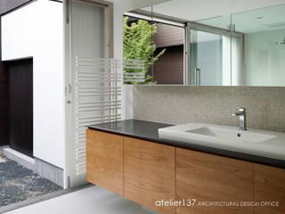 洗面室~038那須Fさんの家: atelier137 ARCHITECTURAL DESIGN OFFICEが手掛けたスパ・サウナです。,