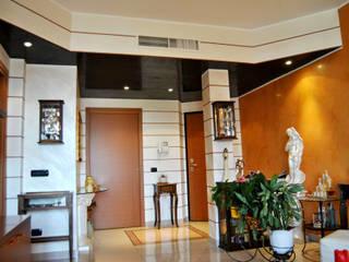 soggiorno da design: Ingresso & Corridoio in stile  di EdilDecorazioni