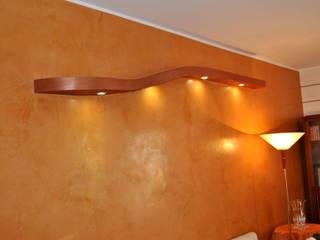 Parete in Stucco Veneziano: Sala da pranzo in stile  di EdilDecorazioni